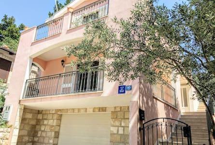 New, Charming & Large 2 Bedroom Seaside House - Orebić