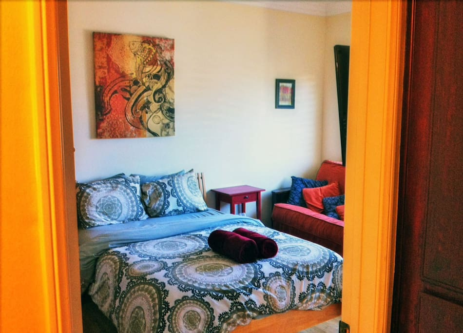 Walking distance to Universal Studios & NoHo arts district (both have metro stops)
