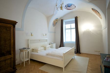 1BR next to Pachtuv Palace,Old Town