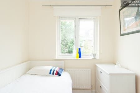 LOVELY PURE SINGLE ROOM FOR LESS ✨ - Londres - Casa