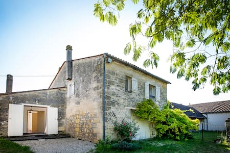 Charming Stone House near Bordeaux  - Haus