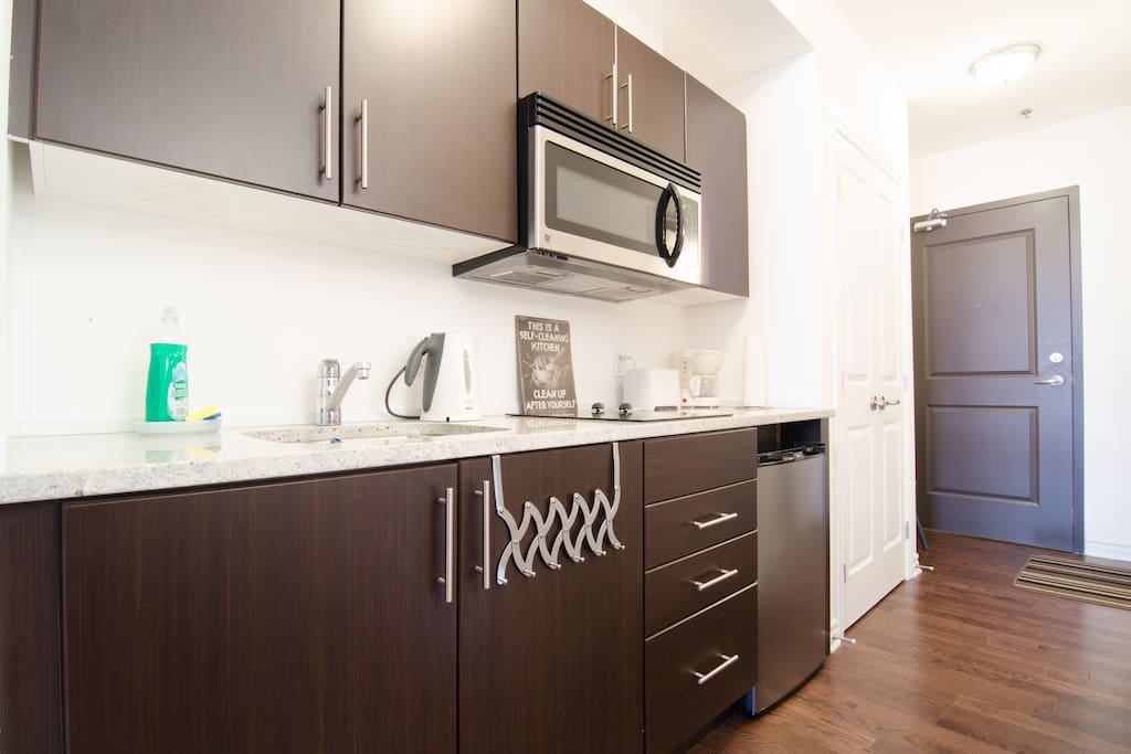 Well equipped kitchen: granite counter, stainless appliances, coffee maker, toaster, dishes etc
