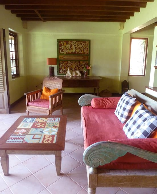 Ubud 3 Bedroom Cottage Country Home - living 2