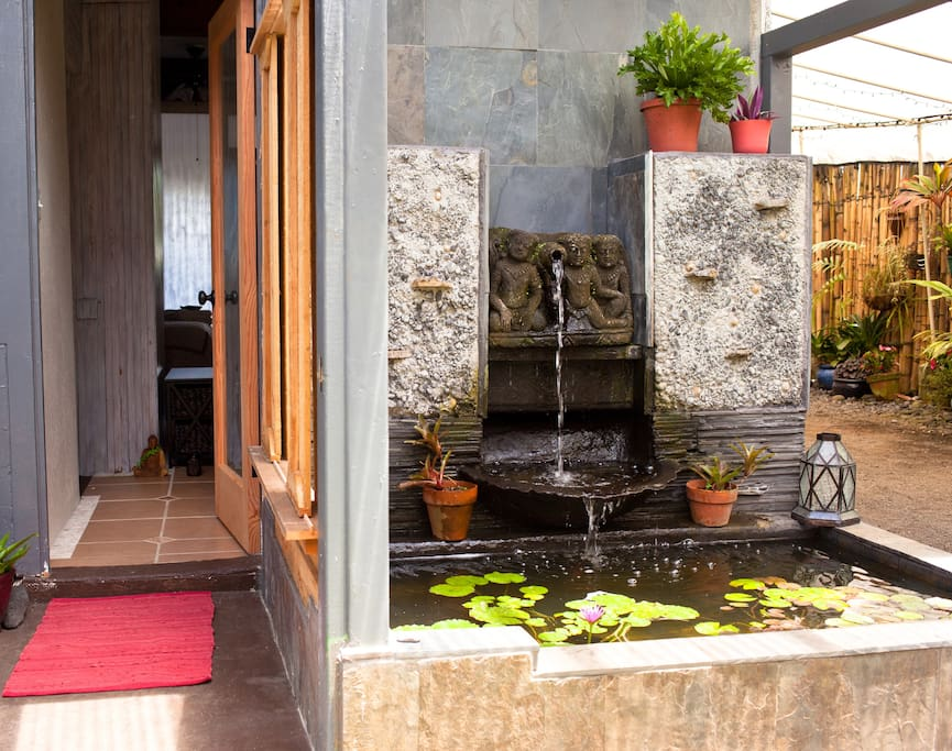 'Lohi' is a Hawaiian name for the patches of taro that grow in irrigated fields. The entrance to this apartment sits by a stone fountain and fish pond.