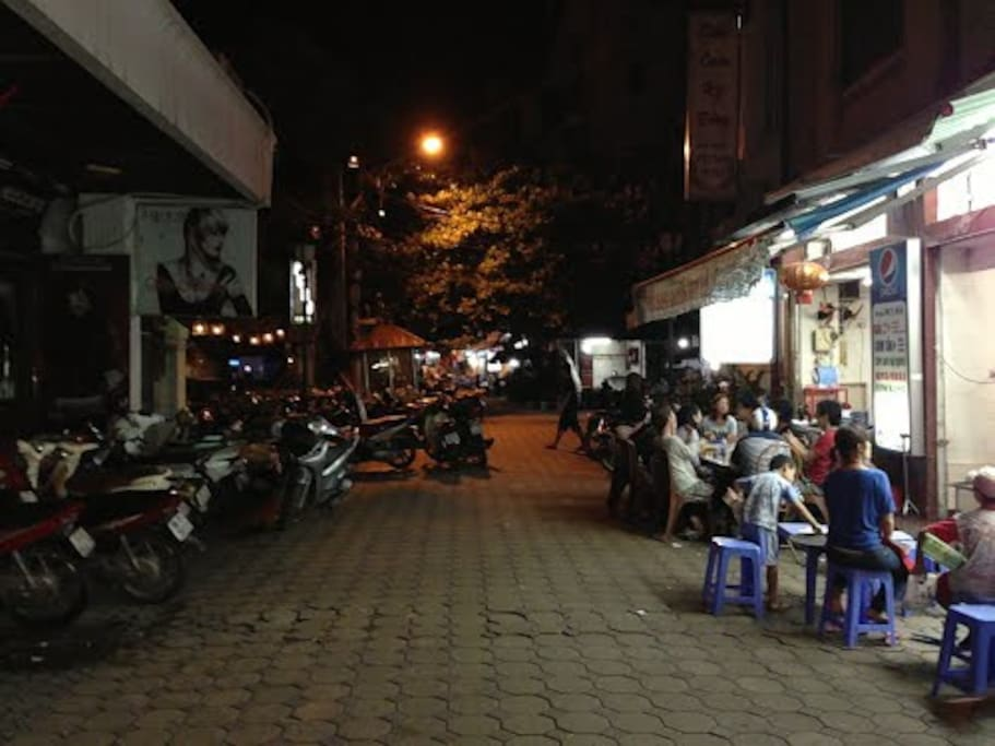 Food street at night
