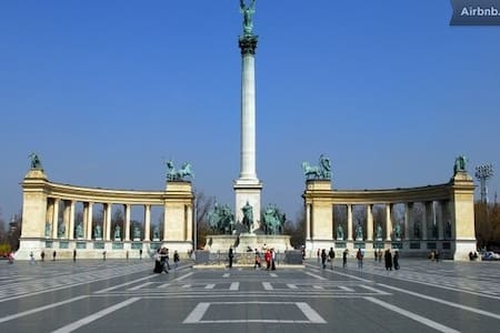 Room for 2 at Heroes Square - Budapest - Pis