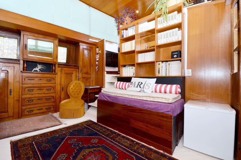 The charm of vintage furnitures (vintage oak panneling)
