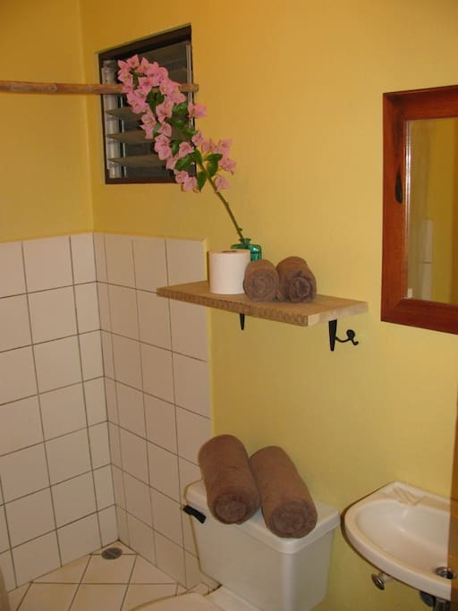 Private bathrooms with hotwater.