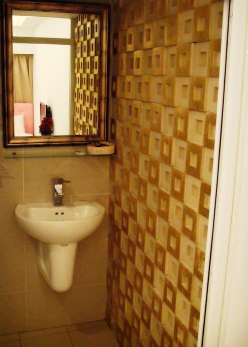 每間都有私人的浴廁
