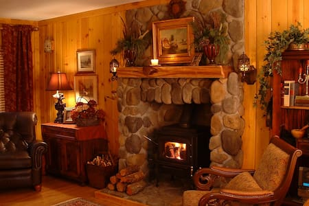 Napa-Lake Stone Cottage on Cobb Mtn - Kabin