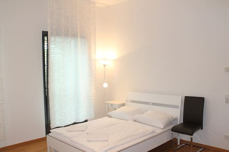 Great place by Messe/ Train Station - Frankfurt - Apartemen