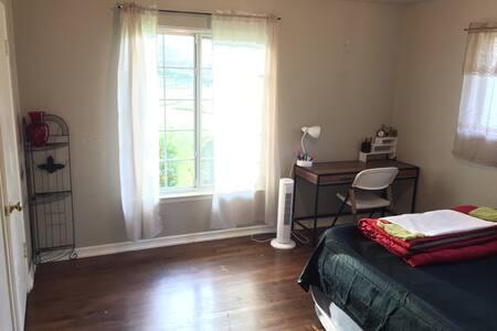 Bedroom Facing Cul-De-Sac - Haus