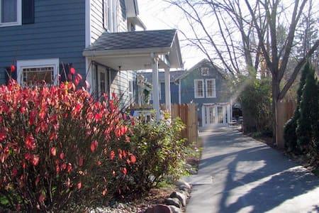 Island City Cottage - Eaton Rapids