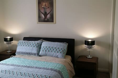 New Bedroom  with full ensuite - Glenroy - Casa
