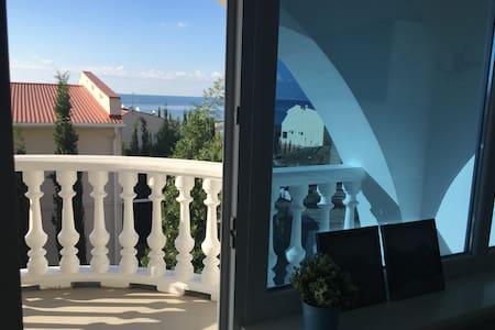 2-х этажный Таунхаус в Алуште в 100 метрах от моря - Townhouse