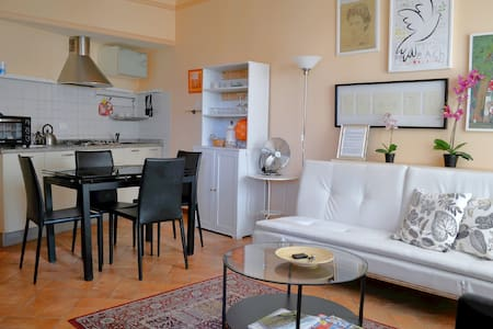 Old yard apartment with parking - Lucca - Wohnung