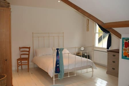South West London Loft Apartment - Weybridge - Apartamento