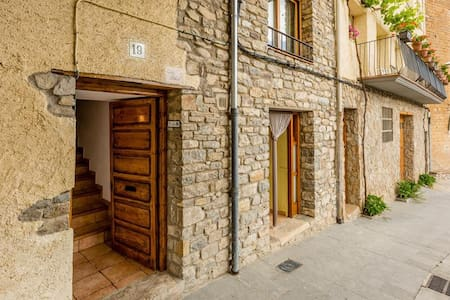 Cal Joan - Spacious Village House - Apartmen