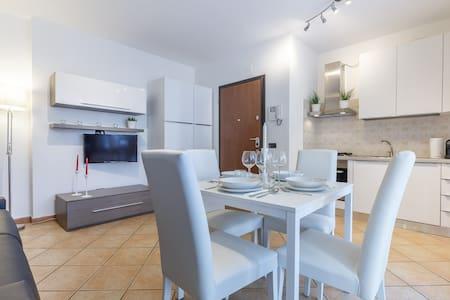 White apartment near Rho Fiera - Limbiate - Appartement