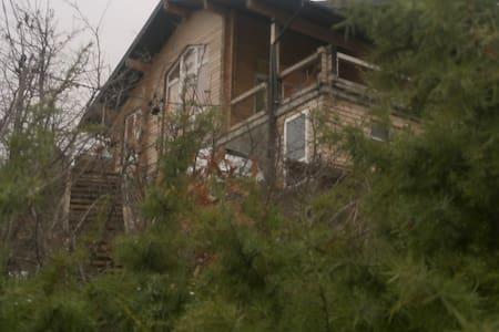 коттедж -сруб у  моря Альпийское шале - Novorossiysk - Huis