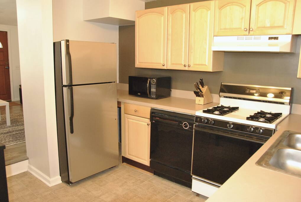 Gas stove/oven, dishwasher, microwave, and  (email hidden)ong with all the kitchen necessities.