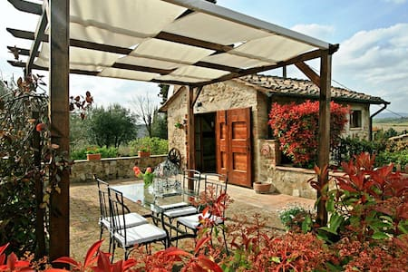 Cozy cottage with stunning view in Tuscany - Colle di Val d'Elsa - Hus