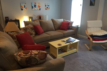 Updated, convenient to everything! - Louisville - House