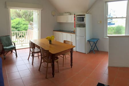 South Beach Studio - back of 458 South Tce, S Freo - South Fremantle - Apartment