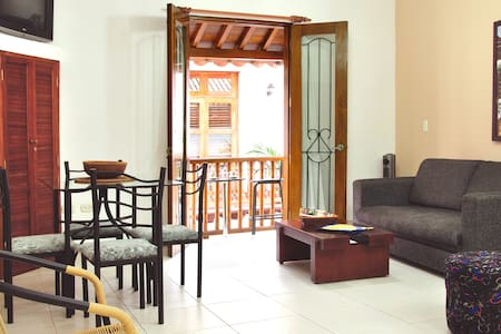Old City 1BR: balcony, washer/dryer