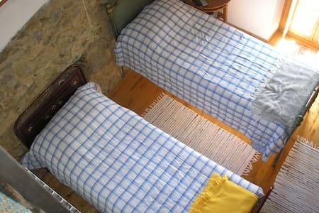 Bonita habitación doble en el campo - Rossiglione