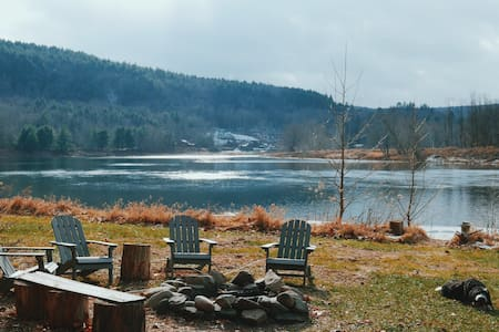 11 Acre Private Riverfront Home in Narrowsburg - Narrowsburg - Hus