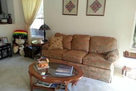 clean room in quiet neighborhood - Maison