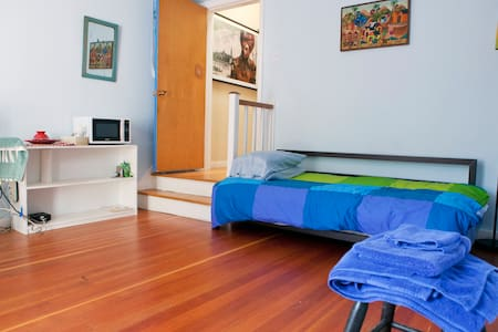 Large & sunny room with bath + yard - San Francisco - Other