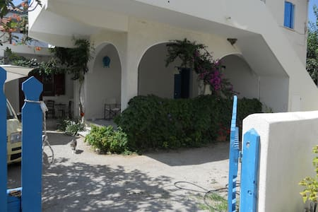 Παραδοσιακό σπίτι στη σκάλα Ερεσού - Eresos - Hus