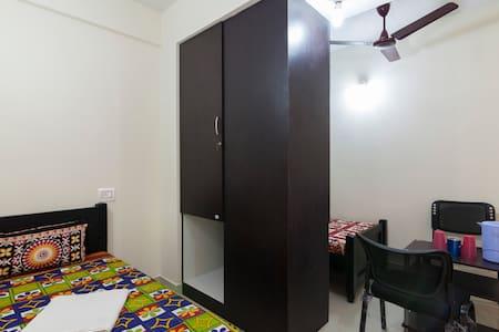 Bachelors' Stay - Kanchipuram