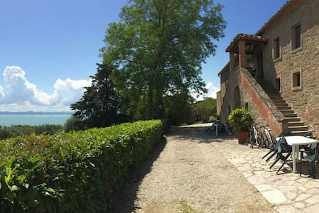 A window over the Trasimeno Lake - Apartment