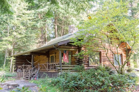 Charming Log Home  on Private Lake - Olympia