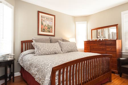 Luxury King Bedroom & Private Bath! - Gainesville - Haus