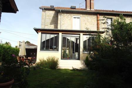 Chambre privée/maison avec jardin - Bed & Breakfast