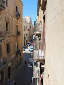 Stanza centro storico fronte mare - Trapani - Bed & Breakfast