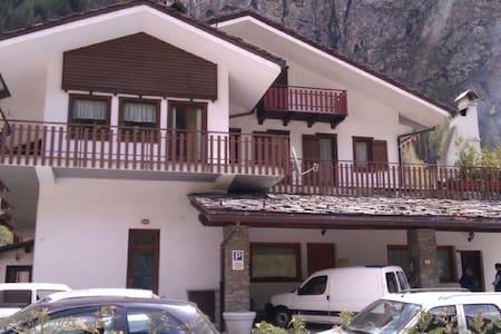 Appartamento accogliente tra Courmayeur e Entrèves - Leilighet