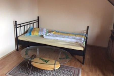 günstiges Zimmer in Niederkassel - Rumah