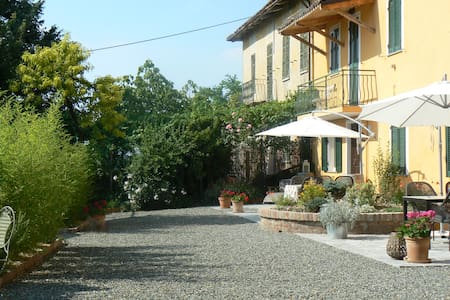Village house in Agliano Terme - Asti - Hus