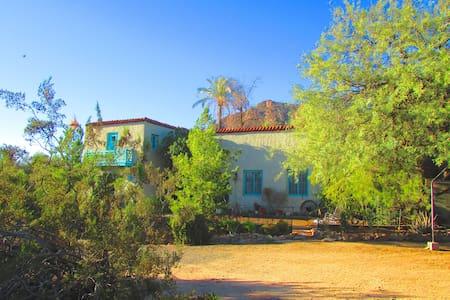 Camelback Mt. Historic Adobe home - Phoenix
