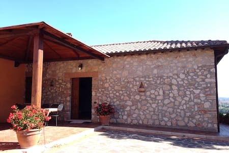 • Holiday house with amazing view • - Narni - Apartment