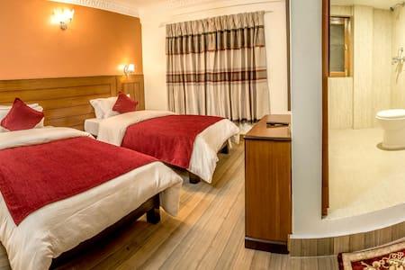 silver oaks inn is centre lake - Bed & Breakfast