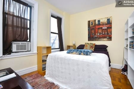 Affordable & Spacious Room by Park!
