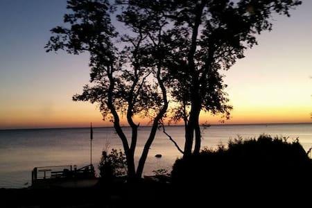 Spectacular view on Georgian Bay year round. - Meaford - Kisház