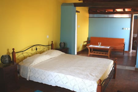 Aperanti B&B-Triple room  - Pera Orinis  - Bed & Breakfast