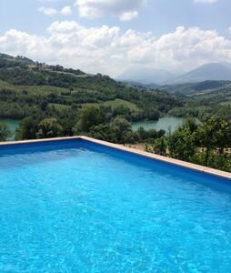 A beautiful villa by the lake - Amandola - Villa